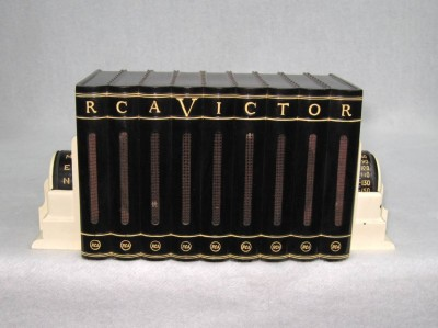 1940's Bakelite RCA Victor Book Radio Black / white