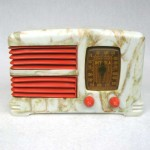 1938 Detrola Art Deco Bakelite Plaskon Radio – Beetle with Red trim
