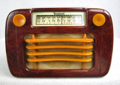 1945 Sentinel 284 Red with Yellow trim Bakelite Catalin Radio